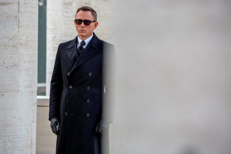 現任007丹尼爾克雷格的臉也是標準老來等,老來帥的類型。圖/索尼提供