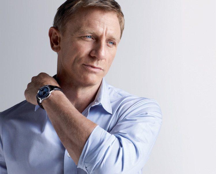 現任007丹尼爾克雷格的臉也是標準老來等,老來帥的類型。圖/OMEGA提供