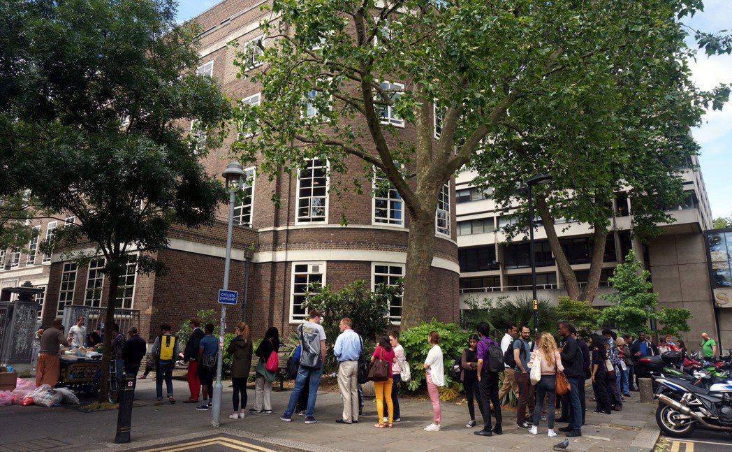 英國倫敦大學亞非學院SOAS門口,Food for life提供免費食物給需要的...