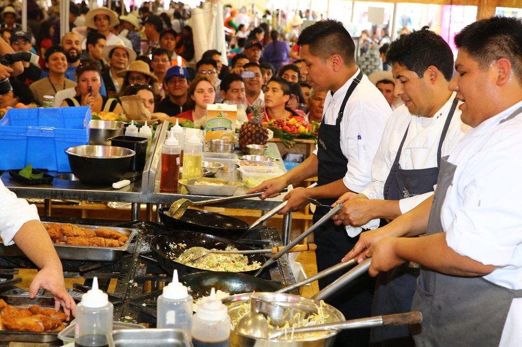 自2008年起,Mistura南美最大的美食嘉年華開始在祕魯首都利馬舉辦,每年吸...