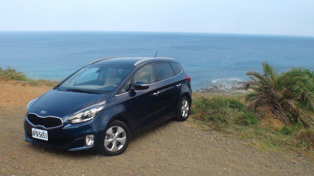 台灣森那美起亞特別推出Carens指定車款69.9萬元優惠價。 記者林翊民/攝影