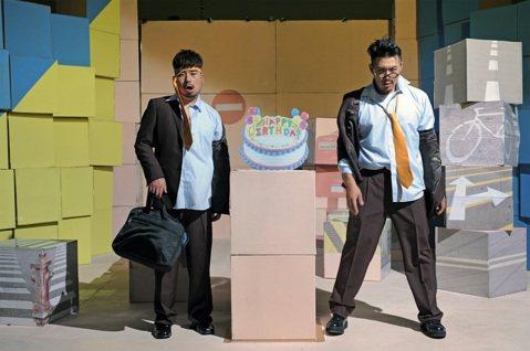 阿達與李伯恩組成的「自由發揮」日前才剛再度合體,不料今(14日)卻舉辦「感恩惜別餐會」,向媒體宣布將正式解散。相隔兩年,自由發揮又帶著笑料與創意回歸歌壇,新歌加精選16日發行,也同時宣告這是這個雙人...
