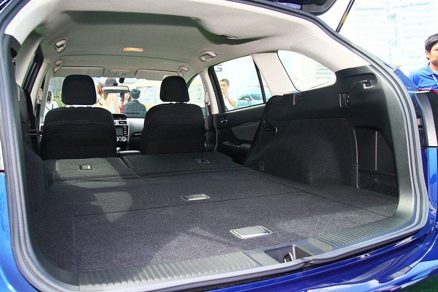 打平的行李箱空間從原本533升提升至1446升,大幅提升置物空間與實用性。 記者...