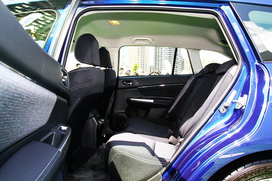 1.6GT車款標配灰色縫線織布座椅。 記者敖啟恩/攝影