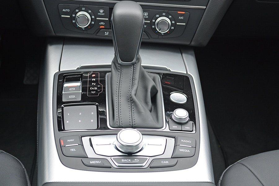 大扭力搭配S TRONIC七速手自排,整個加速表現有更寬廣的表現空間,加速相當線...