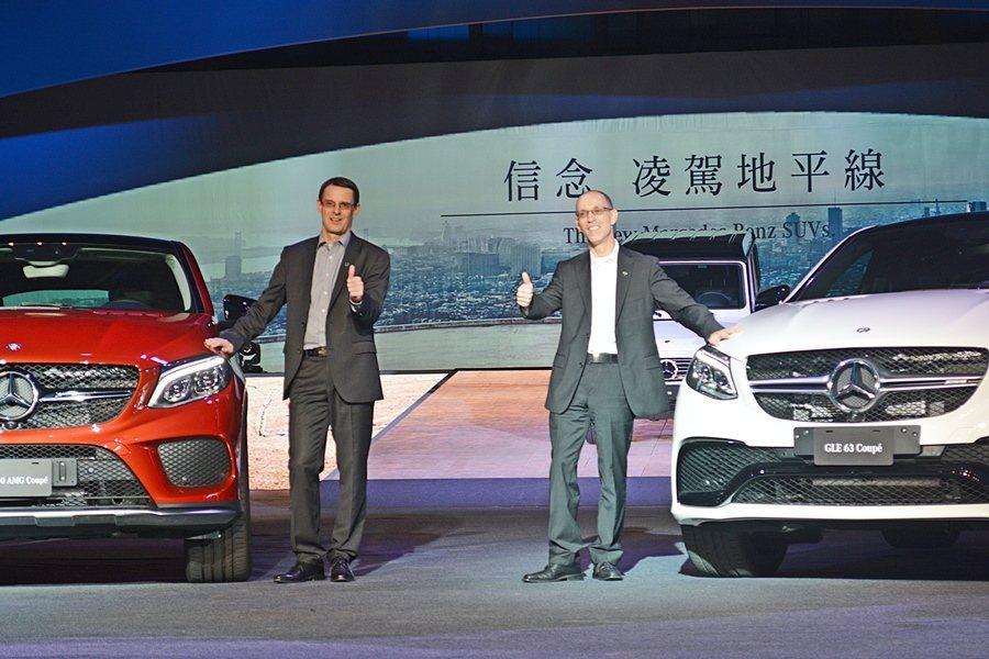 台灣賓士汽車總裁邁爾肯(圖左)表示,2016年將是休旅車的風光年,明年休旅車市場...