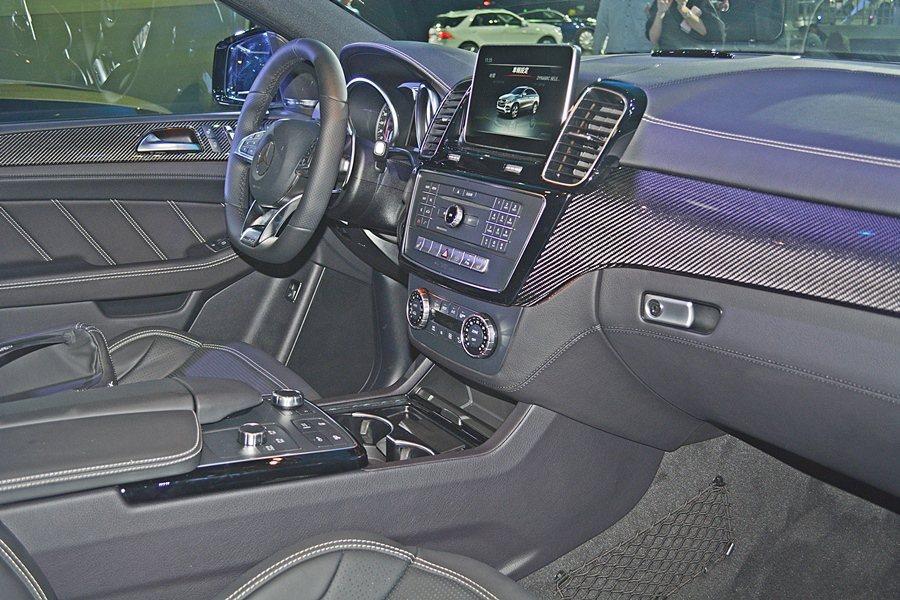 GLE 63 AMG Coupe的內裝和外觀都融入AMG的元素與配件, 記者趙惠...