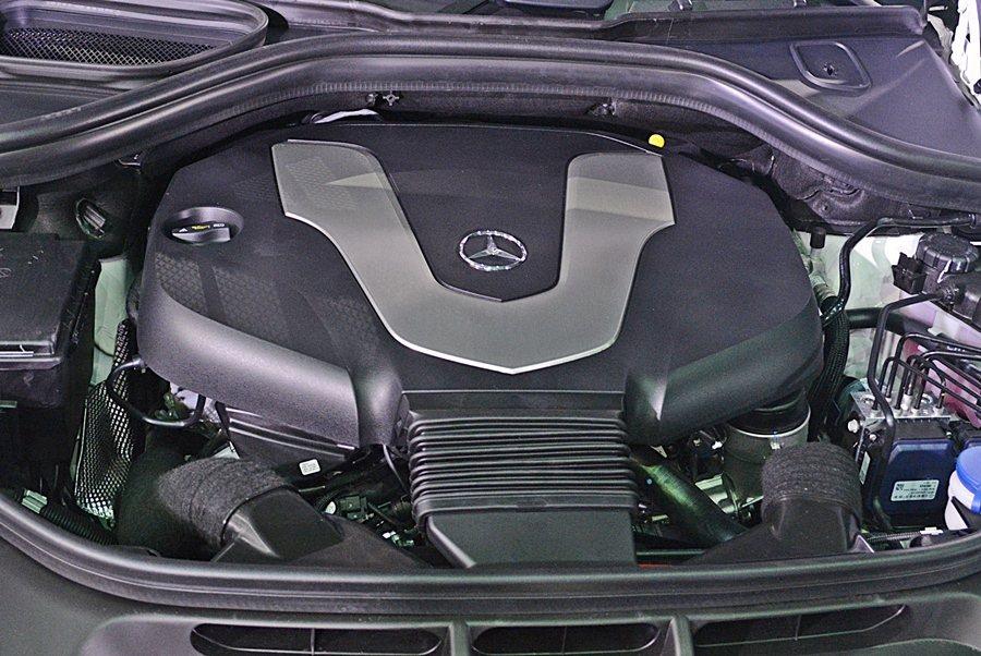GLE動力有2143cc的四缸柴油引擎和2987cc的V6柴油引擎,兩套動力都配...