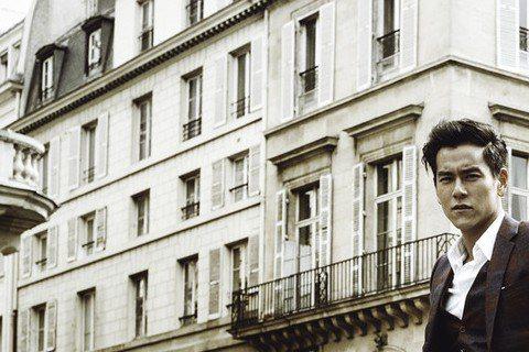 兩岸高顏值男星中,彭于晏絕對名列前茅,高顏值又強體魄的,就想不出誰能厲害過他了,拍完「破風」彭于晏在各地炒熱單車時尚風,無論特地去巴黎拍一組時尚騎樂照片,或是在泰國拍「湄公河行動」的閒暇騎趣,彭于晏...