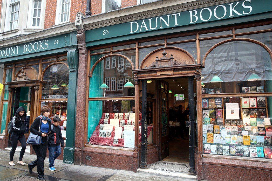 倫敦最美的書店Daunt book引人駐足。 特派記者曾吉松/英、法攝影