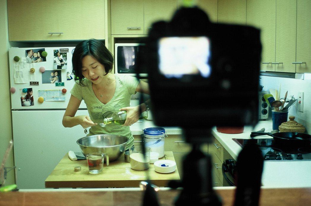 莊祖宜在YouTube自設節目,自拍做菜。 圖/莊祖宜提供