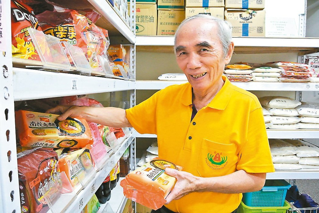 68歲的徐振彬,從加拿大返鄉投入公益,創立食物銀行讓弱勢戶得到溫飽。 記者林佩均...