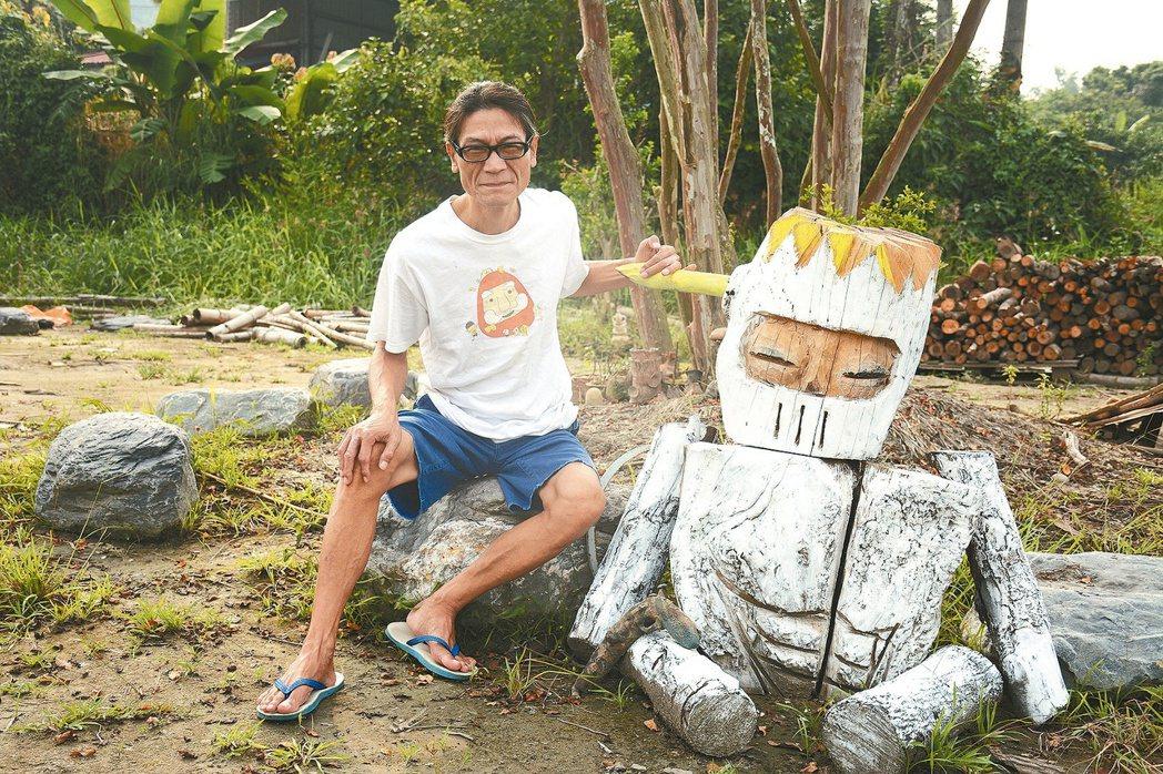 導演林福清在家鄉左鎮成立「偶的基地」,廣邀藝術家進駐產出本土偶,用偶的力量讓沒落...