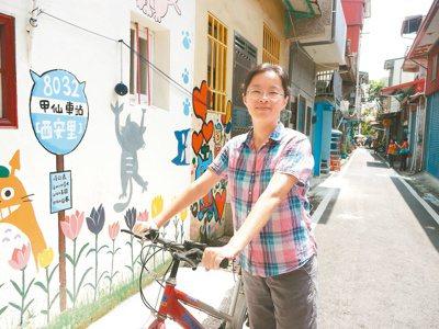 甲仙彩繪貓巷受歡迎,馬若珊是繪畫指導老師。 記者徐白櫻/攝影