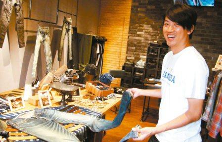 高雄青年林士玄回鄉自創品牌「JEANSDA」,專賣高品質、高價位牛仔褲,打響國際...