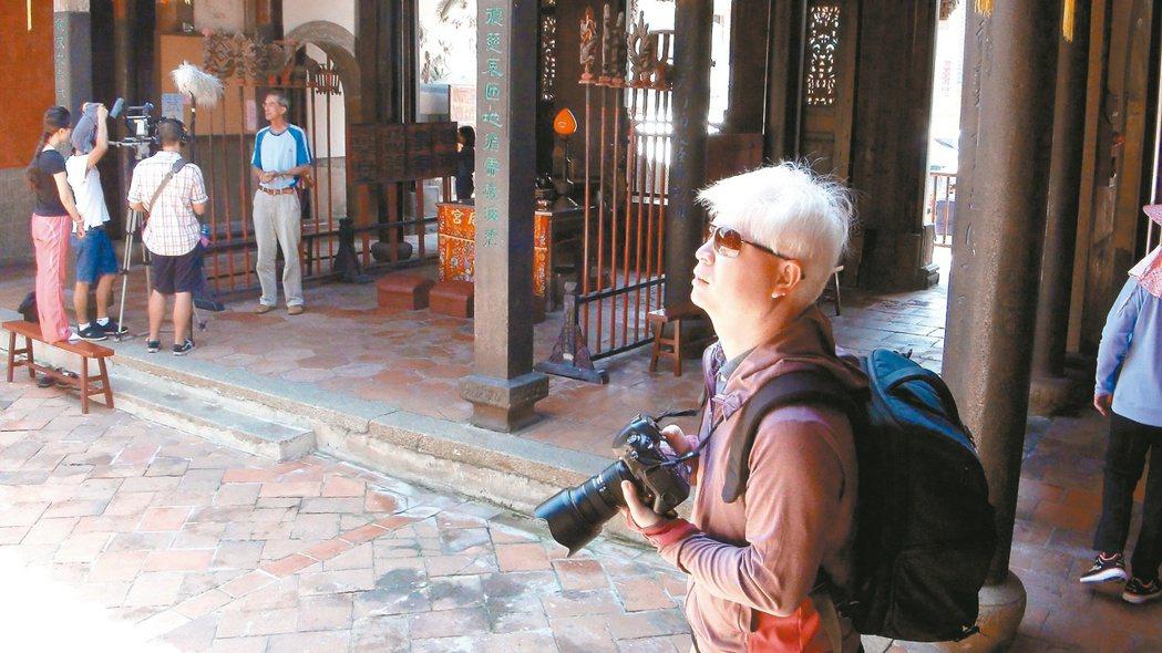 「沿著菊島旅行」網站創辦人高世澤用心記錄下澎湖10年來的改變。 記者許玉娟/攝影