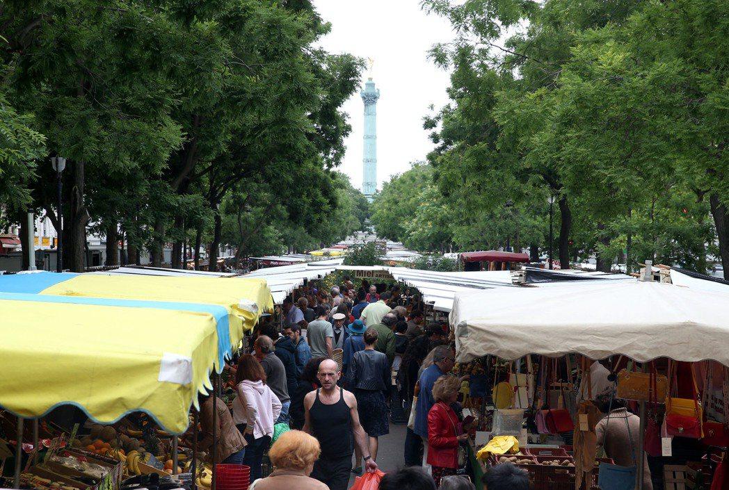 法國巴士底市集,是巴黎最大傳統市集,往昔卻是斷頭台處。 特派記者曾吉松/英、法攝...