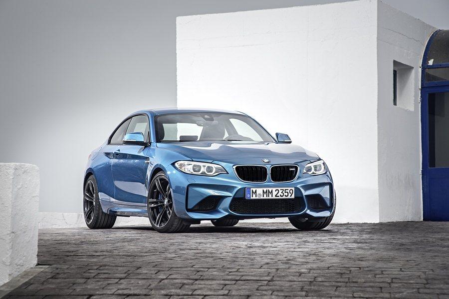 M2 Coupe有它的歷史傳承,最早可遠溯自40年前的BMW 200 turbo...