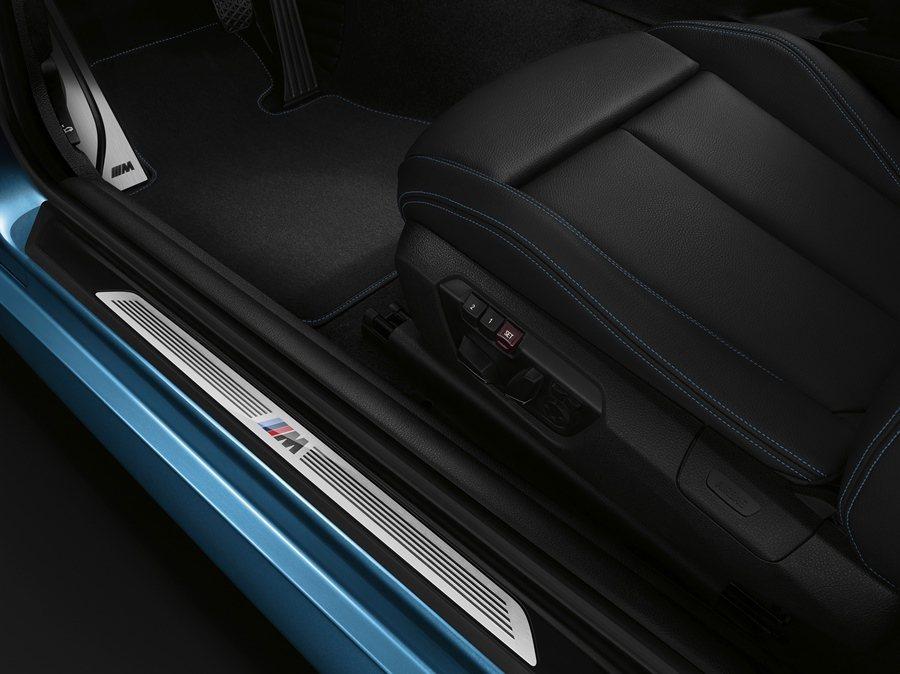 門側踏板有M款飾板。 圖/BMW提供