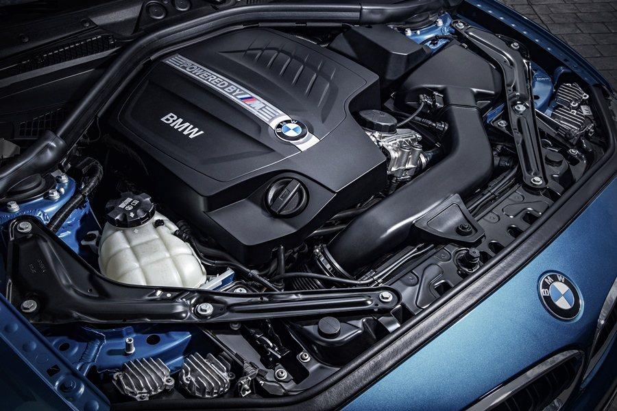 M2的動力也換上最新開發的3.0升直列6缸汽油引擎,可創造370hp/6,500...