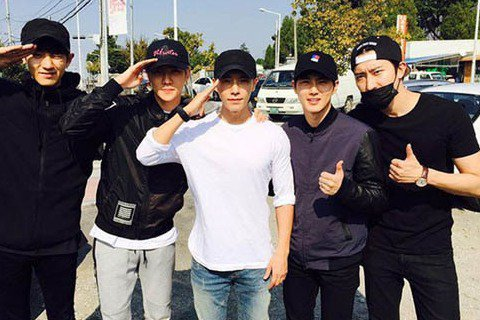 今日(10月15日)下午,Super Junior成員東海入伍服兵役,EXO的成員SUHO、燦烈、世勳以及Super Junior-M成員周覓為其送行。Super Junior成員利特在自己的Ins...