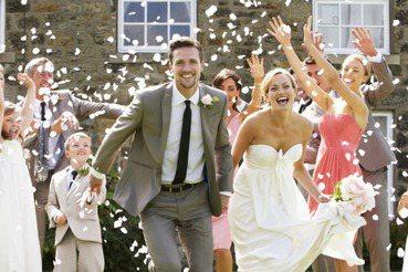前女友該參加你的好友婚禮嗎?