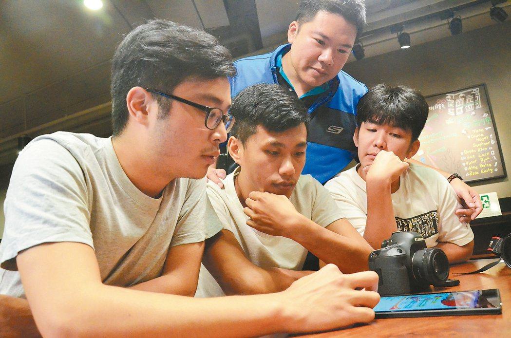 「龍潭人」社團由平均不到30歲的年輕人組成,他們愛自己的家鄉,盡心盡力經營臉書。...