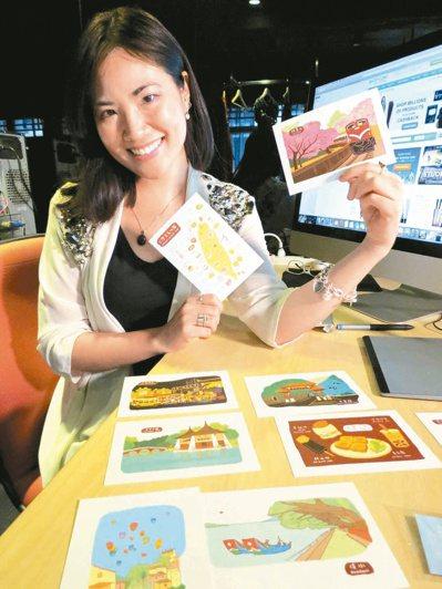 張心威透過文創風景明信片,讓觀光客把「台灣」寄到國外,行銷寶島。 記者林昭彰/攝...