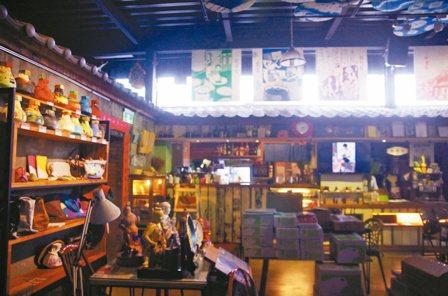 「甘樂文創」無償提供場地當藝術家工作室、展售空間。 記者連珮宇/攝影