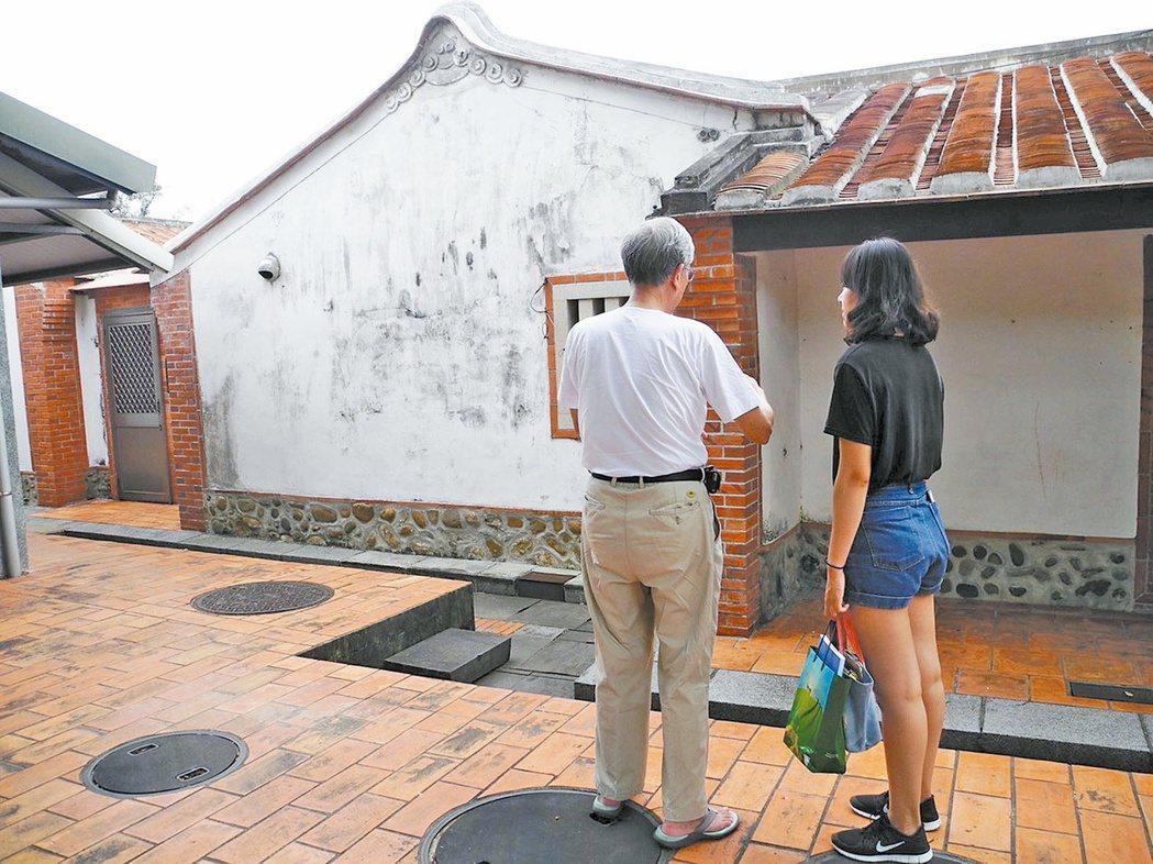 范涵茹(右)投入新埔宗祠博物館計畫,致力協助宗祠博物館的成立。 圖╱范涵茹提供