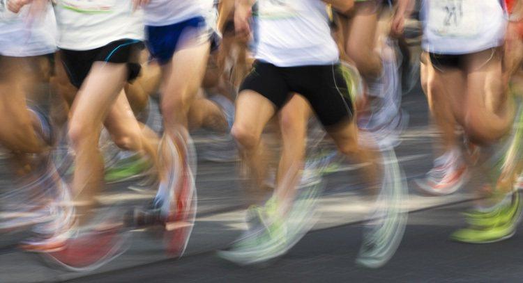 跑步跑太多、跑太快,可能引起壓力性骨折。 圖/ingimage