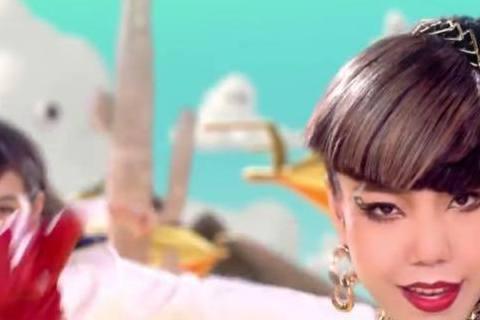 咦?金宇彬歐巴的MV?其實她是吳莫愁噓編邊看邊笑邊想歐巴。