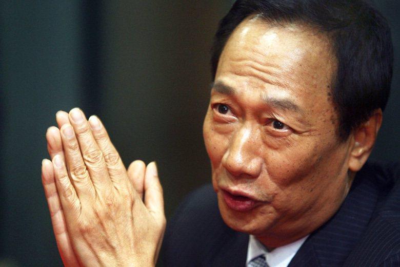 台灣首富郭台銘就曾大力批判過「民主不能當飯吃」,認為人們不應該上街抗議、應該要讓...