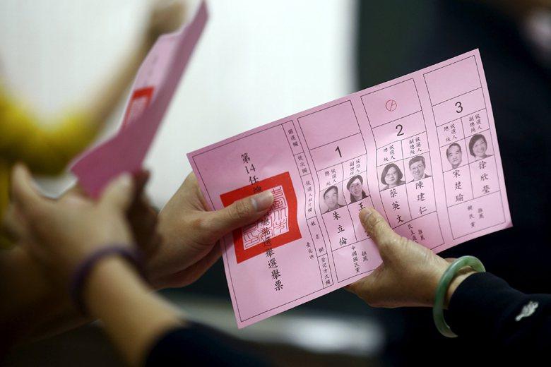 民主政治並不是四年投一次票這麼簡單,因為定期的選舉只是民主政治「最基本的程序要求...