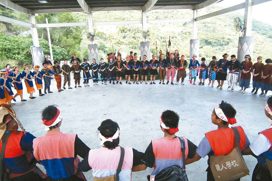 林志祥重新建立中斷30幾年的部落青年會,走訪各部落,與其他青年會交流。 記者尤聰...