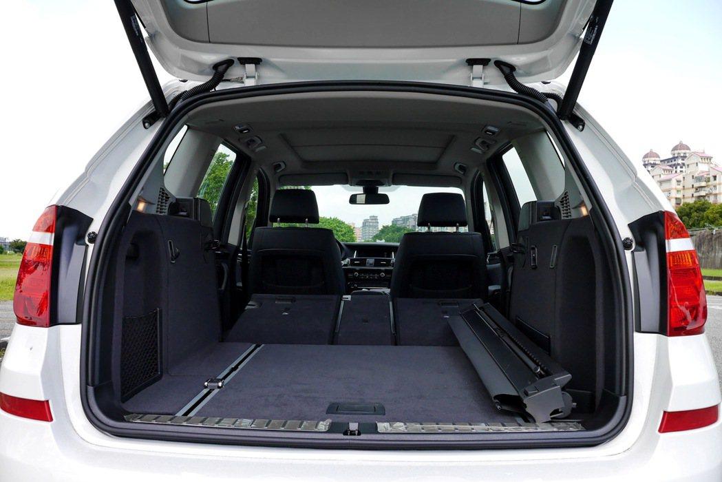 X3行李廂空間可自550公升擴增至1,600公升。 記者陳威任/攝影