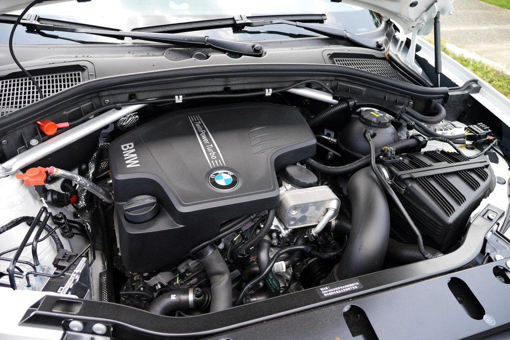X3 xDrive20i搭載BMW TwinPower Turbo直列四缸汽油引...