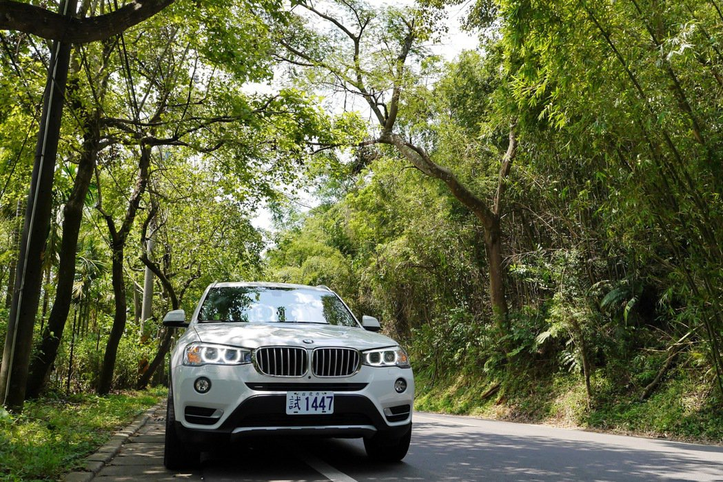 選一條美麗公路,開車就是享受。 記者陳威任/攝影