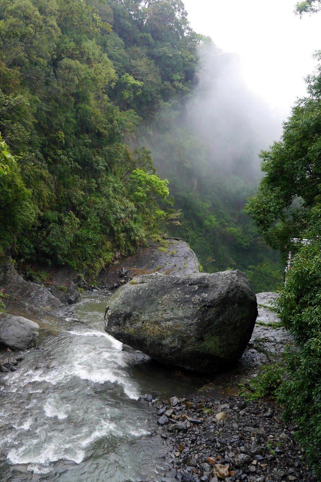小烏來風動石是當地地標。 記者陳威任/攝影