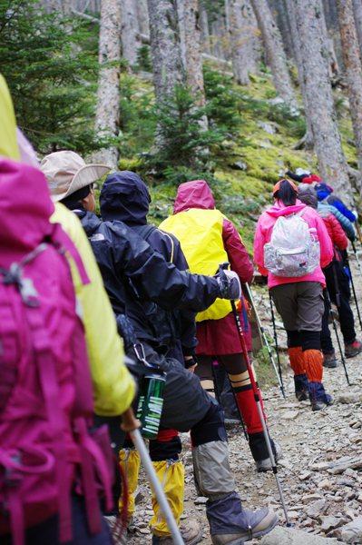 近年國人重視休閒,爬山成為熱門運動,秋天正是登山好時機。 陳姵穎/攝影
