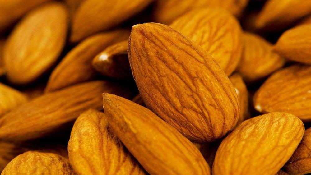 早晚溫差大,心肌梗塞的患者可多吃富含Omage-3的食材,如堅果等。 圖/ing...
