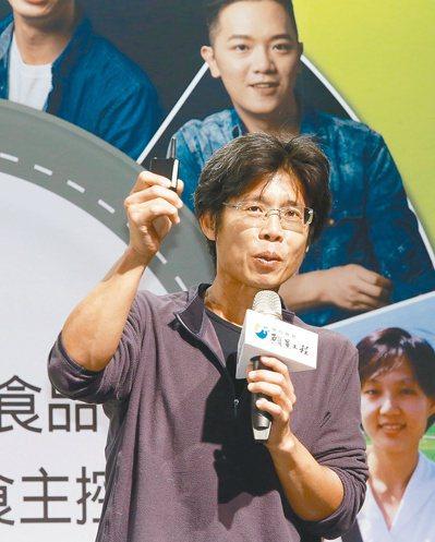 大王菜舖子王福裕搬到花蓮,發起有機食材共同購買。