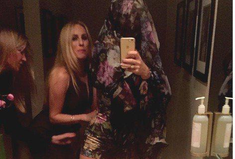 主演過《新娘大作戰》的好萊塢女星凱特哈德森(Kate Hudson)常在作品中不計形象演出,日常生活中也常拍攝搞笑影片並上傳和粉絲分享,日前他在Instagram上傳了張自拍照,當天他出席一場派對,...