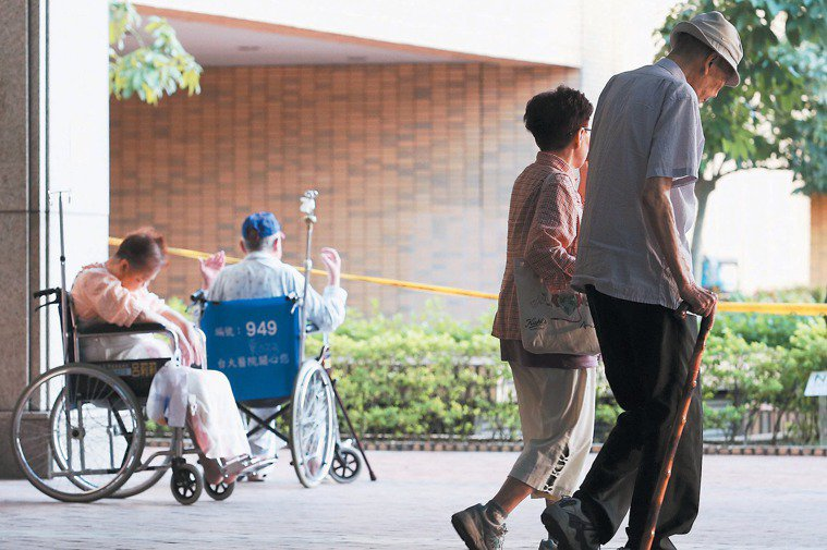 台灣的登革熱重症、死亡病例以中老年人居多。報系資料照。 記者陳易辰/攝影
