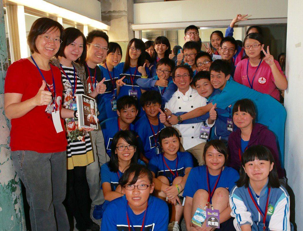 聯合報系願景工程昨天在松山文創舉辦「明日廚師‧翻轉餐桌論壇」,論壇前來自新北市安...