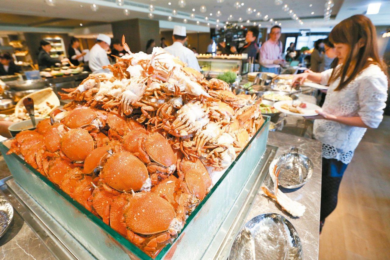 台北君悅酒店館自助餐廳凱菲屋。圖為生鮮海味區。 記者王騰毅/攝影