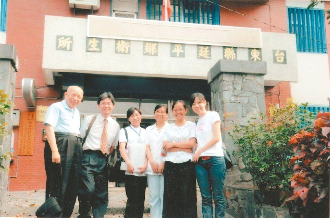 林瑞祥(左一)在台東服務期間,常常到衛生所宣導糖尿病衛教。 記者潘俊宏╱攝影 ...