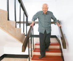 101歲陳應霖 每天拍身體200下
