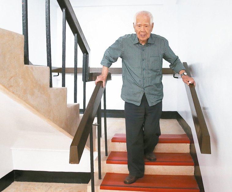 101歲人瑞陳應霖住翠柏新村老人安養中心,可自行上下樓梯。 記者林澔一/攝影