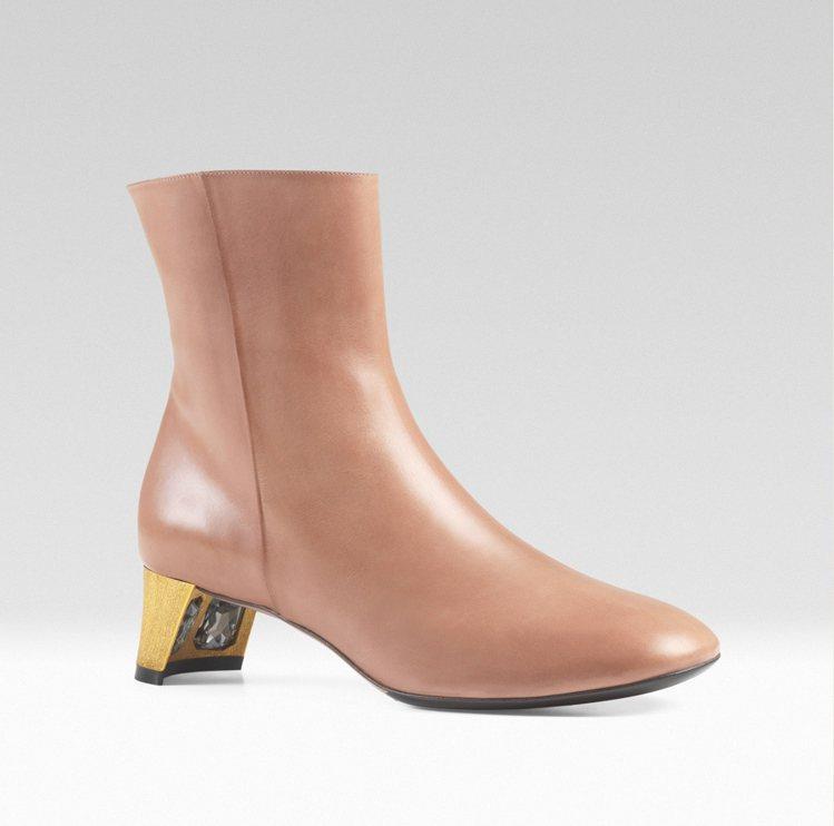 Arielle 水鑽裝飾短靴,41,100元。圖/GUCCI提供